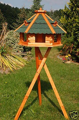 XXL Vogelhaus, Vogelhäuschen behandelt mit Bitumschindeln und drei Gauben mit Ständer